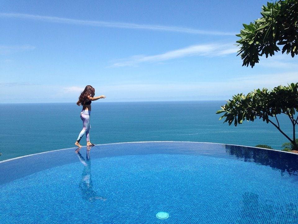 Round Infinity Edge Swimming Pool