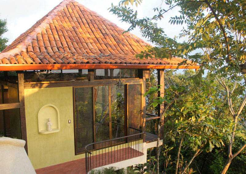 Ananda Cabina built on the hillside with ocean view