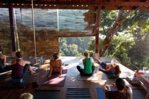 min harmoni - yoga on the main deck