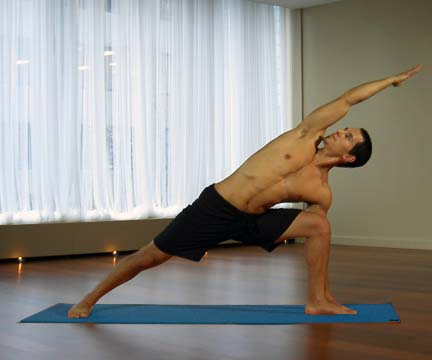 extended side angle pose (via flickr https://www.flickr.com/photos/myyogaonline/457353757/)