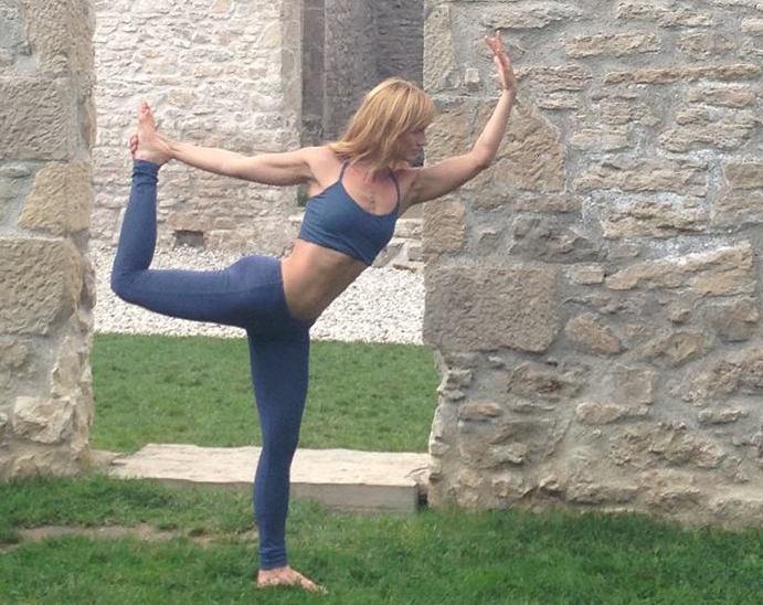 Elena in Dancer Pose